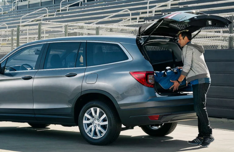 2021 Honda Pilot in gray tail gate
