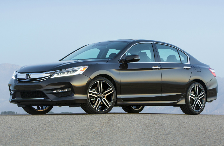 black 2017 Honda Accord sedan exterior side