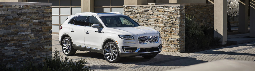 2019 Lincoln exterior view white side