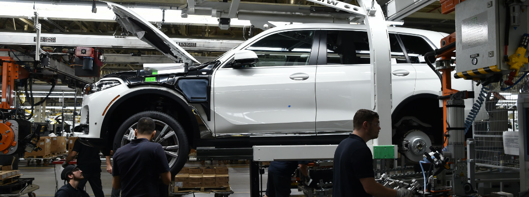 BMW Workers Building Pre-Productin Model of BMW X7