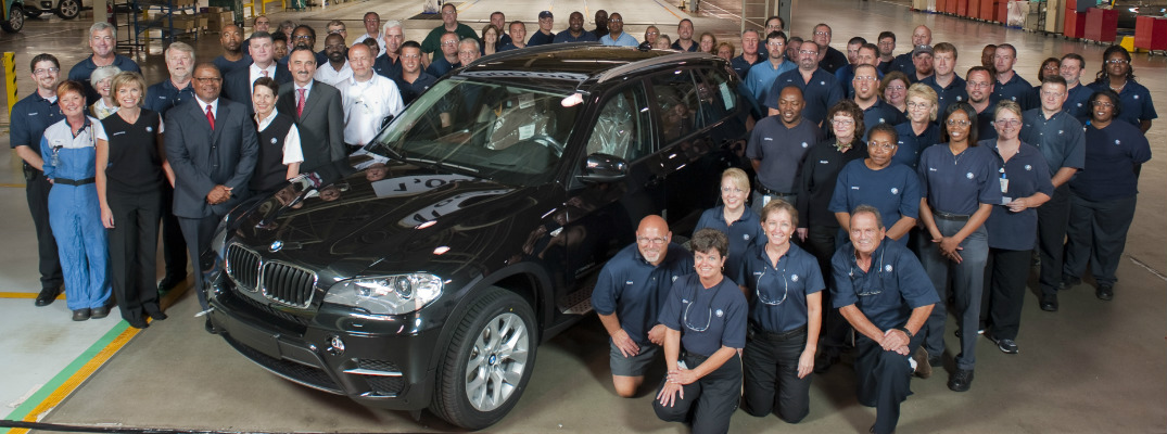 BMW Workers with the 2019 BMW X5 at Plant Spartanburg
