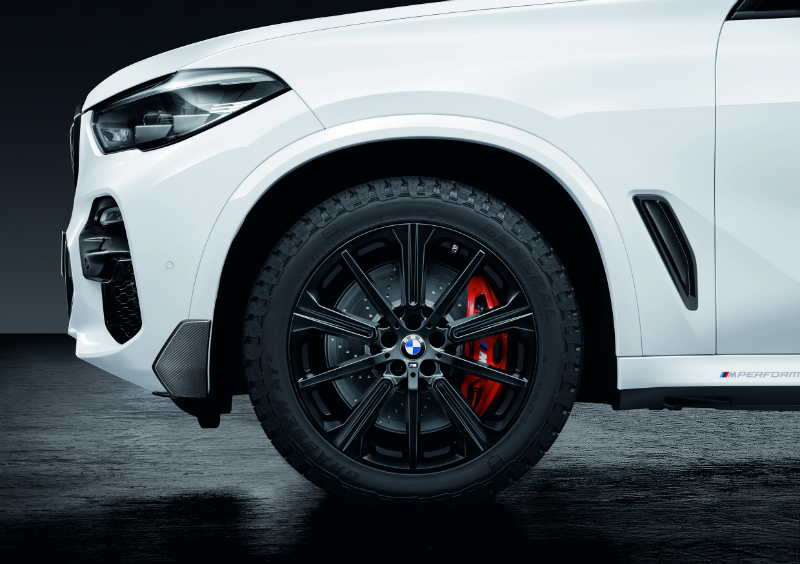 Light Alloy Wheel and All-Terrain Tire of White 2019 BMW X5