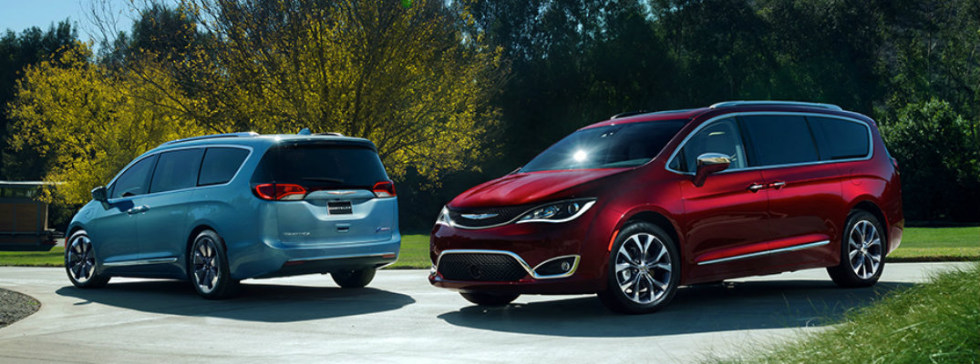 How far can the 2017 Chrysler Pacifica travel on a tank of gas?