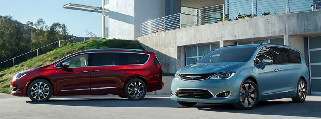 Which paint colours does the 2017 Chrysler Pacifica come in?