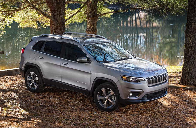 Exterior view of a silver 2019 Jeep Cherokee
