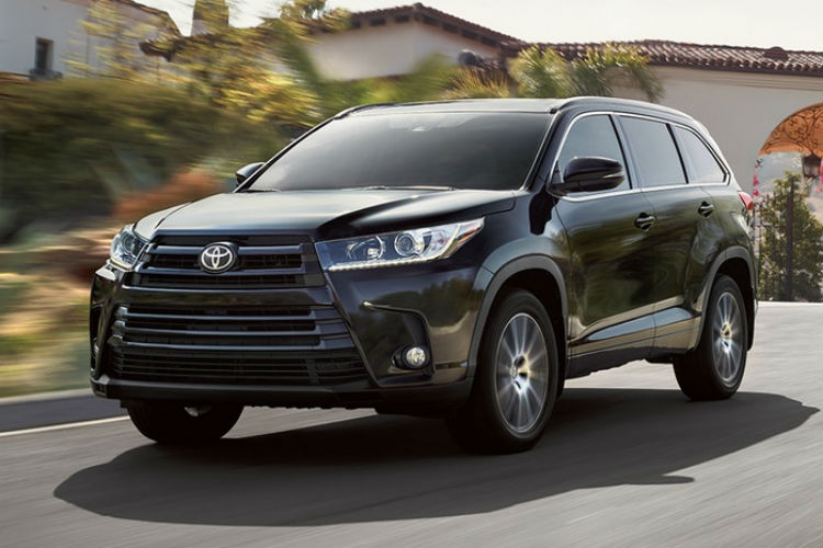 Front-exterior-view-of-the-2018-Toyota-Highlander