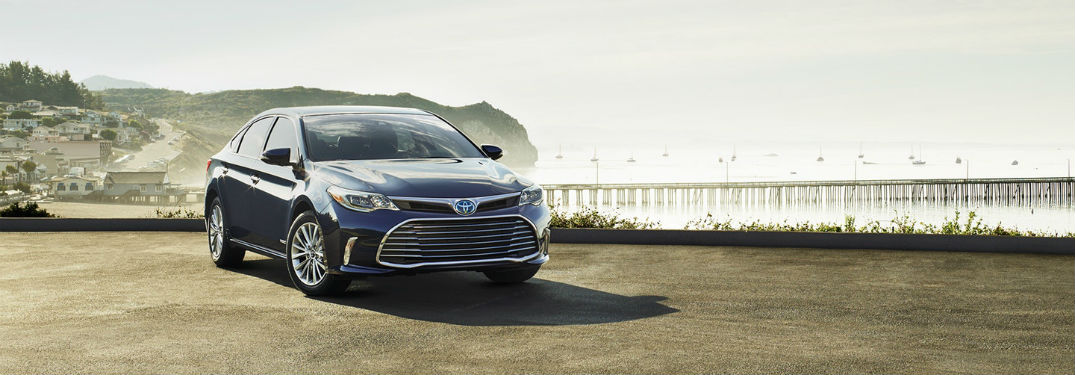 Front exterior view of a grey 2018 Toyota Avalon