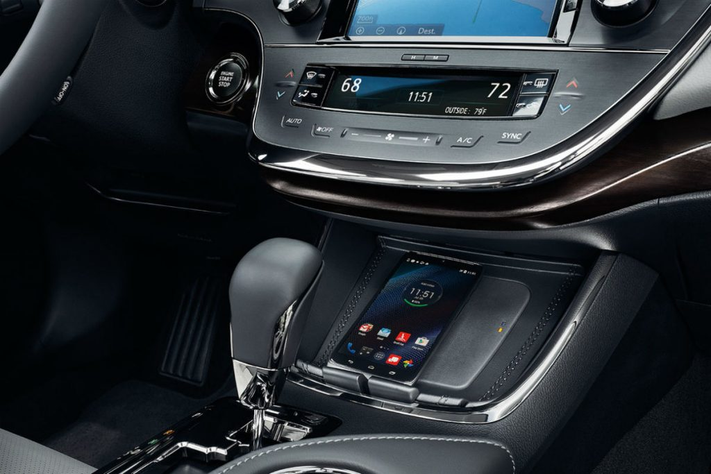 Avalon Vs Camry >> Shift-knob-and-wireless-charging-station-of-the-2018-Avalon_o - LeMieux & Son Toyota