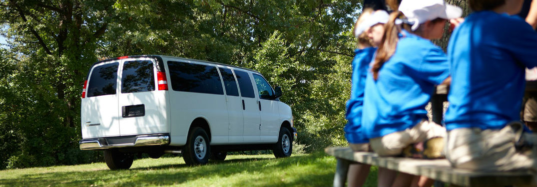 What are the Passenger & Cargo Capacities of the 2017 Chevy Express 3500?