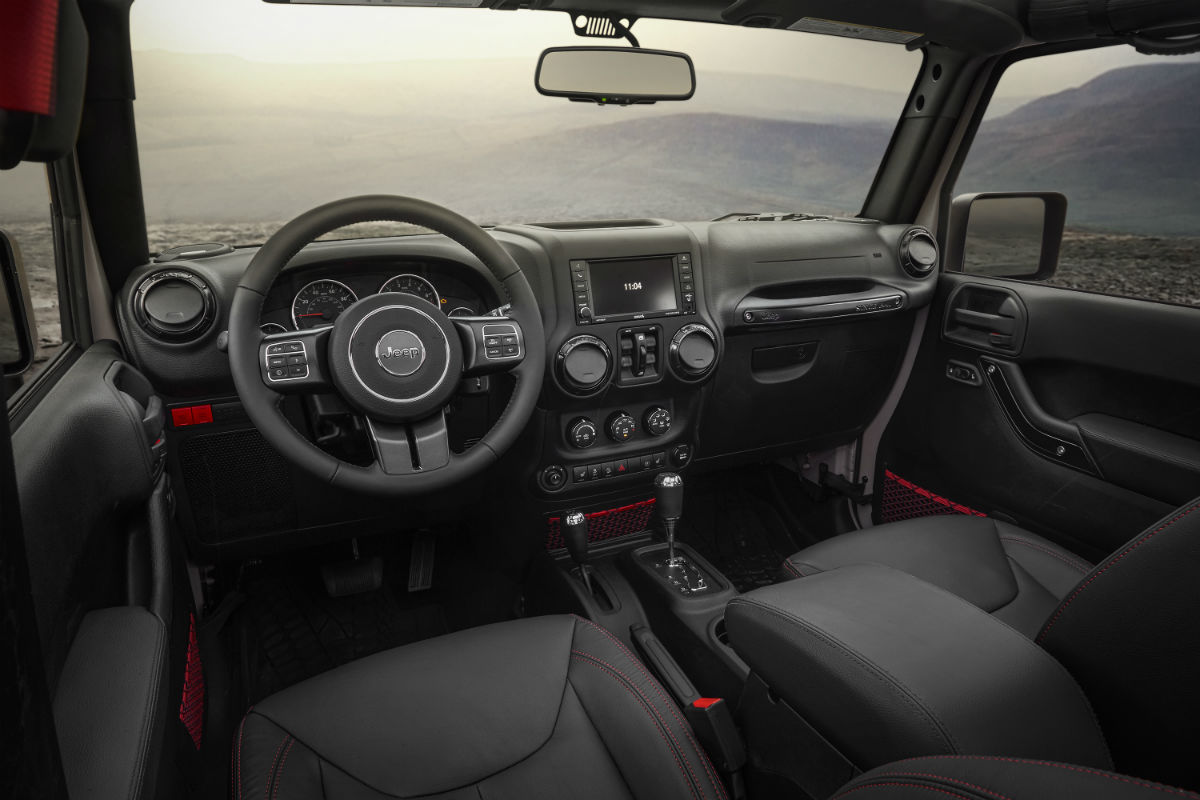 Driver's cockpit of the 2017 Jeep Wrangler