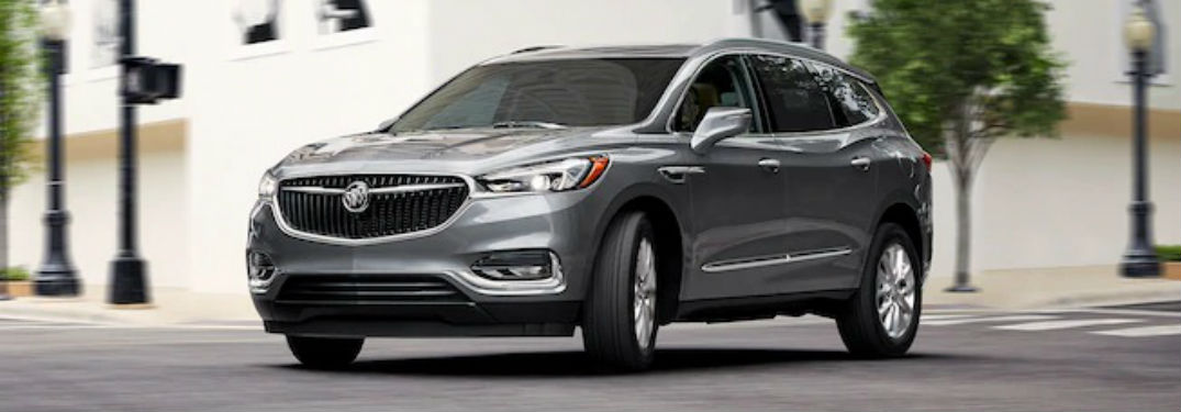 2019 Buick Enclave Color Options with image of a 2019 Enclave turning in an intersection