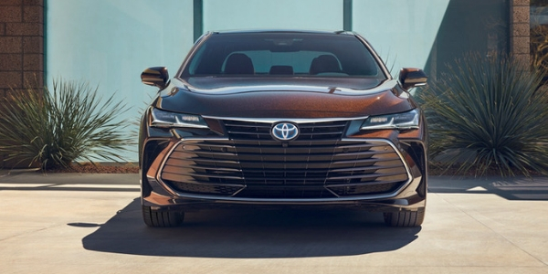 Front of 2019 Toyota Avalon