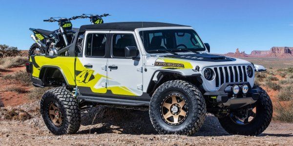 White and yellow Jeep Flatbill