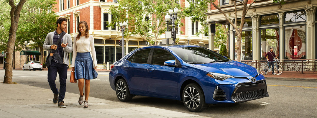 What seat trims are available in the 2017 Toyota Corolla?