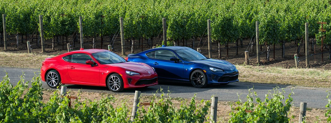 What trims are offered on the 2017 Toyota 86?
