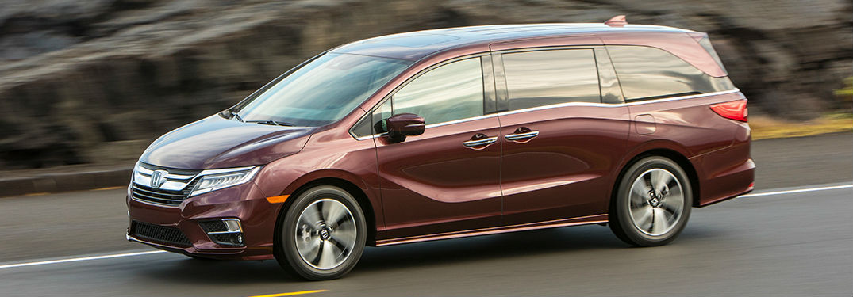 2019 Honda Odyssey in red