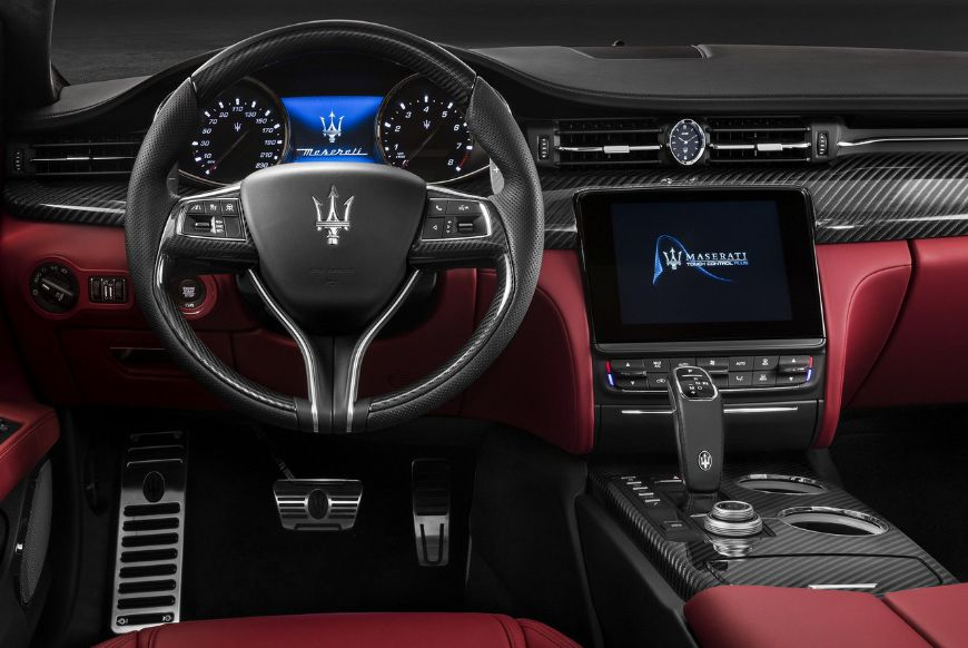 interior front and technology of the 2019 Quattroporte