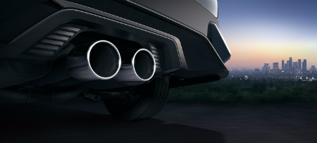 close up view of the dual exhaust on the 2018 Honda Civic Hatchback