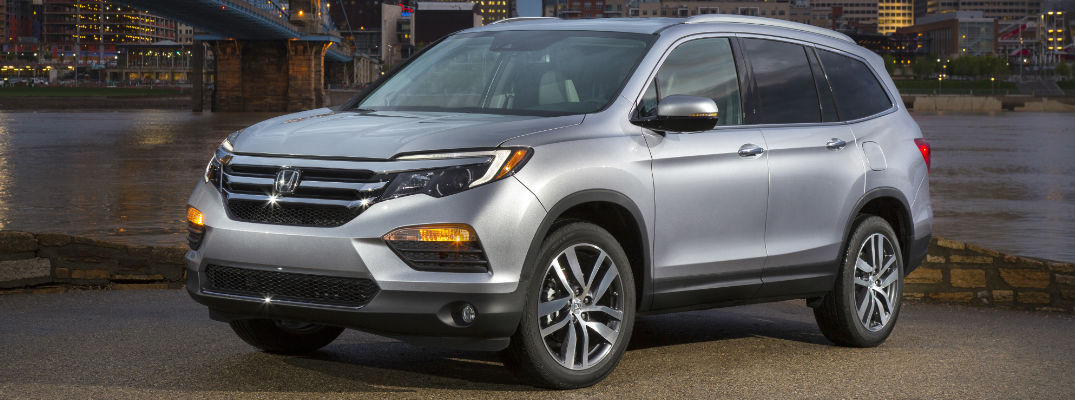 Does the 2018 Honda Pilot have a panoramic sunroof?