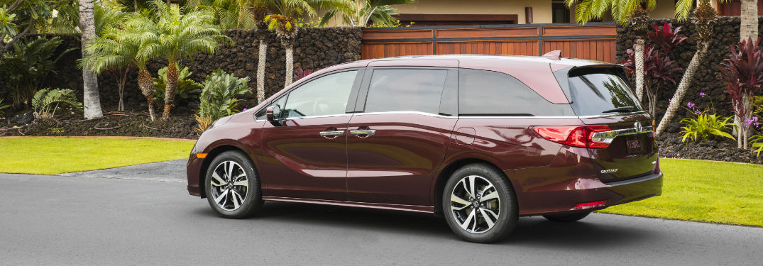 What features come standard on the 2019 Honda Odyssey?