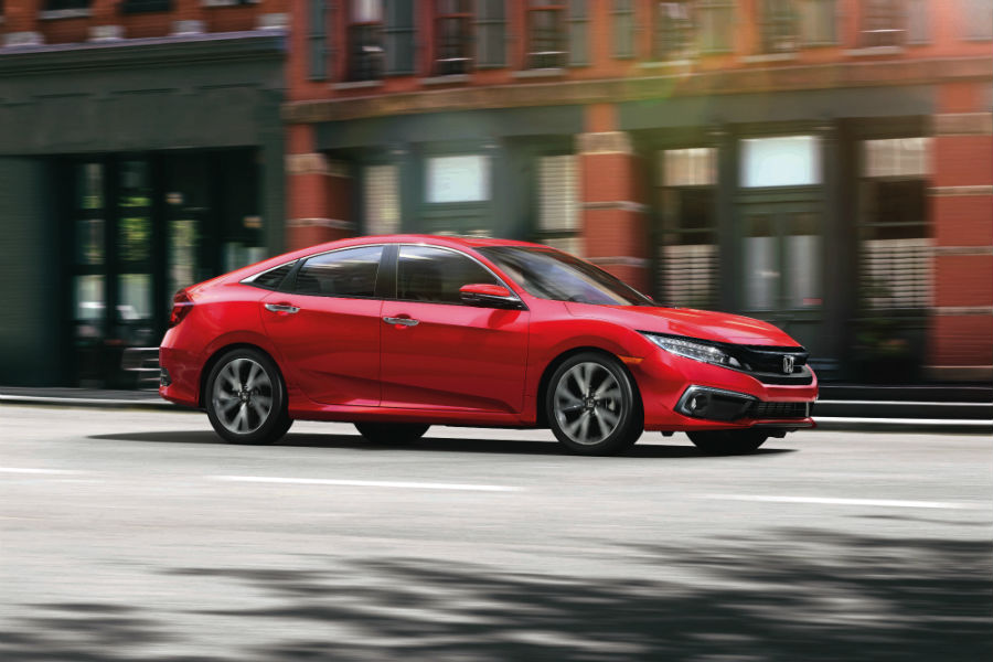 A right profile photo of the 2019 Honda Civic Sport.