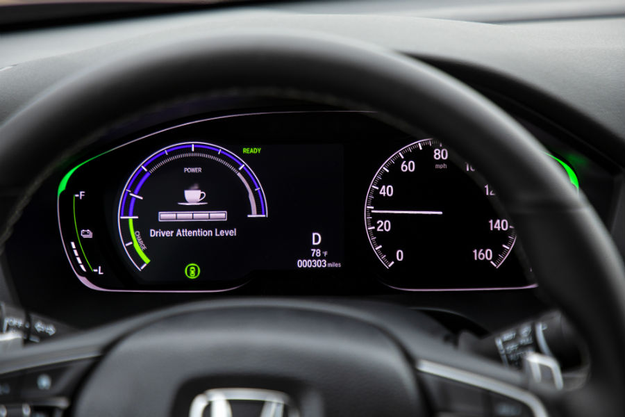 A photo of the center gauge cluster used by the 2020 Honda Insight.