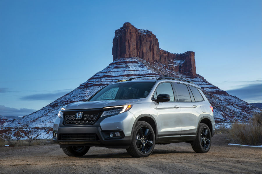 A photo of the 2019 Honda Odyssey parked in front of a mountain.