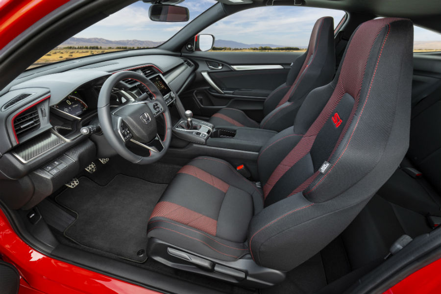 A photo of the front seats in the 2020 Civic Si Coupe.