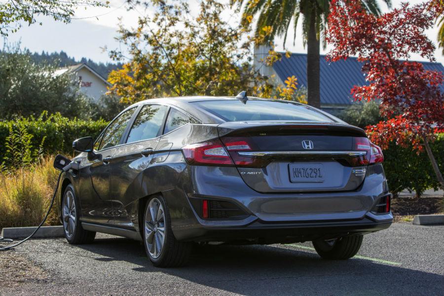 A rear left quarter photo of the 2020 Honda Clarity Plug-In Hybrid.