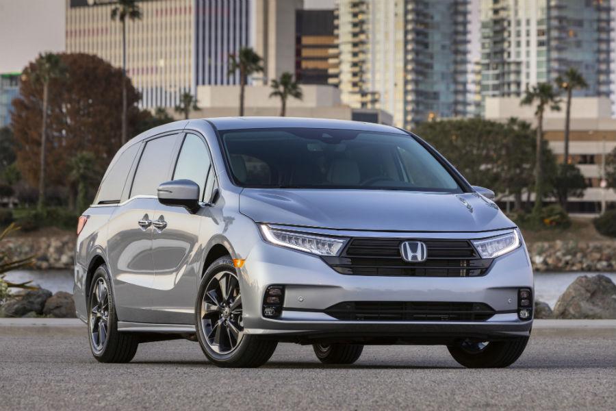 A head-on photo of the 2021 Honda Odyssey.