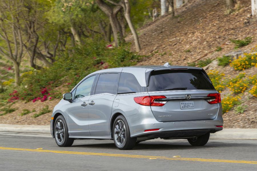 A left rear quarter photo of the 2021 Honda Odyssey.