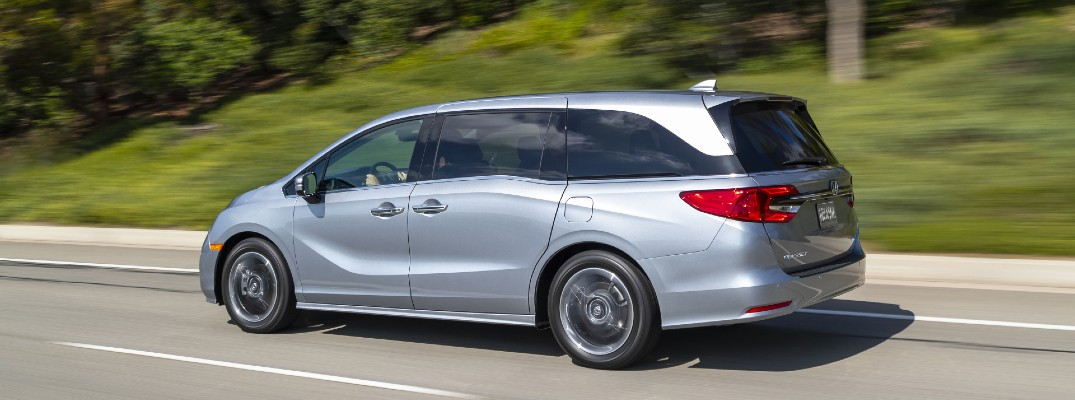 A left profile photo of the 2022 Honda Odyssey.