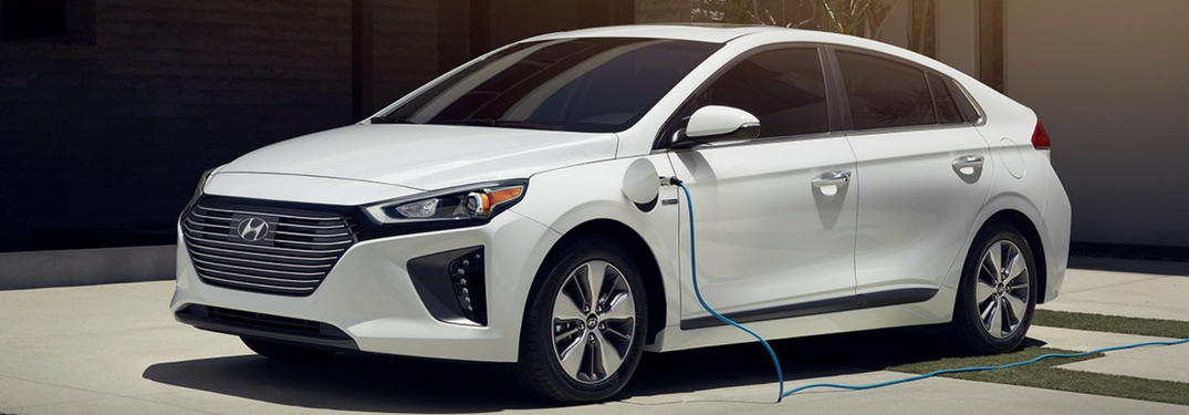 2018 hyundai ioniq plug-in hybrid plugged-in and chargind