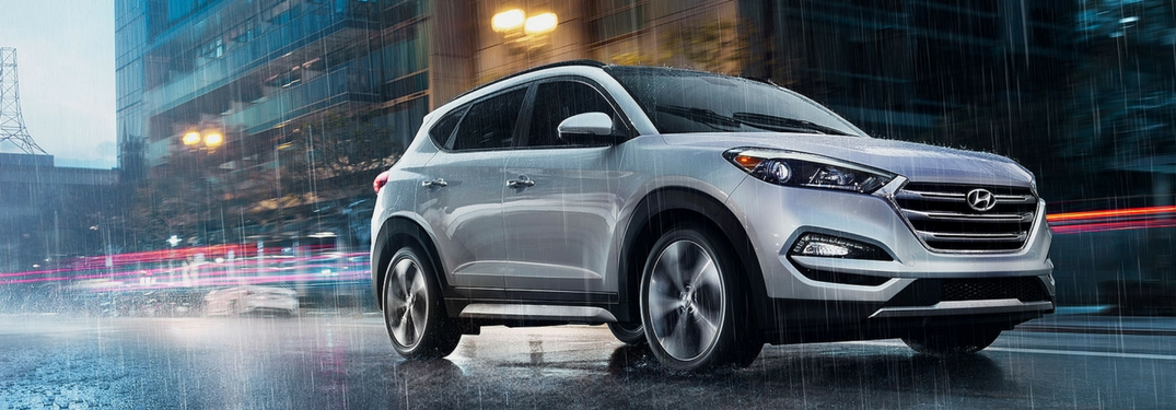 2018 hyundai tucson driving in the rain at night