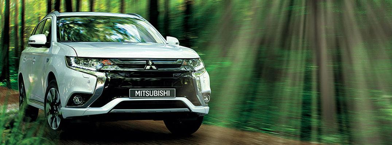 Un Mitsubishi Outlander 2018 en un bosque