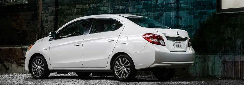 2020 Mitsubishi Mirage G4 blanco exterior del lado del conductor fascia trasera