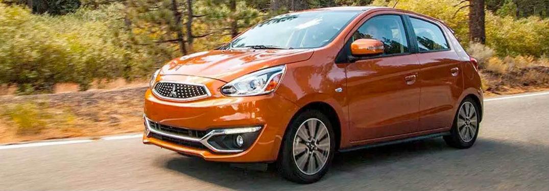 2020 Mitsubishi Mirage naranja lado del conductor exterior