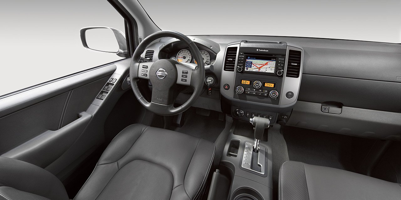 2017 Nissan Frontier Interior Graphite Leather O Guam Nissan
