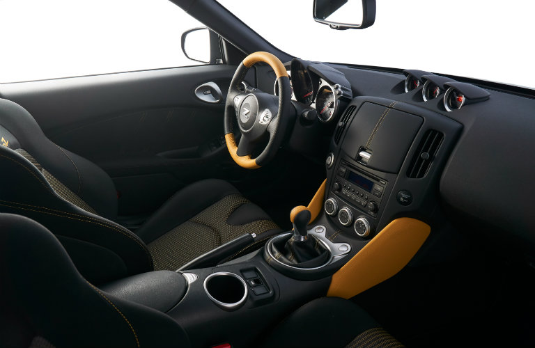 nissan 370z interior, front seats