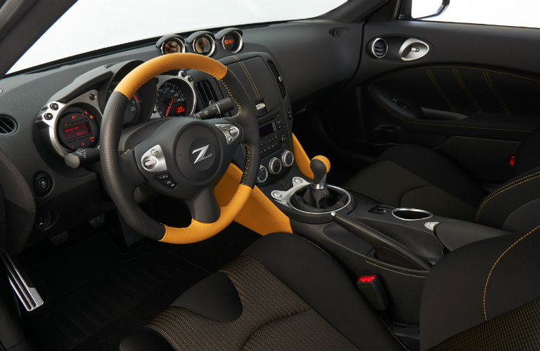 front seats and dash of nissan 370z