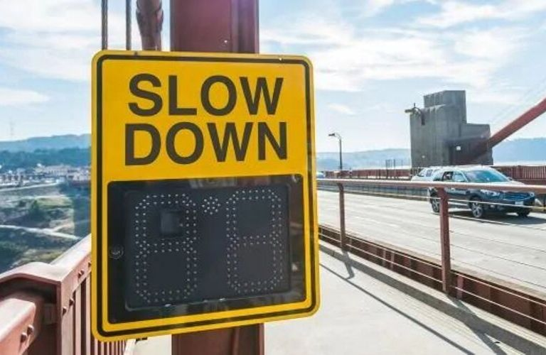 Image of a speed sign to highlight the Customizable Alerts of NissanConnect®