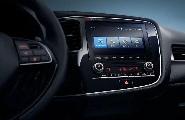 2020 Mitsubishi Outlander infotainment system