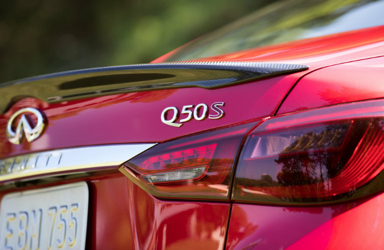 rear of red infiniti q50
