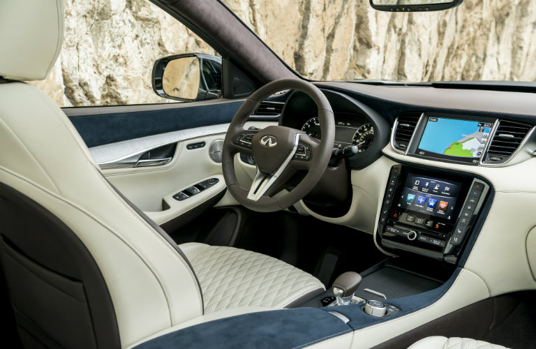 driver's seat, steering wheel of infiniti qx50