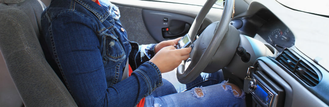 Dangers of Texting While Driving_b