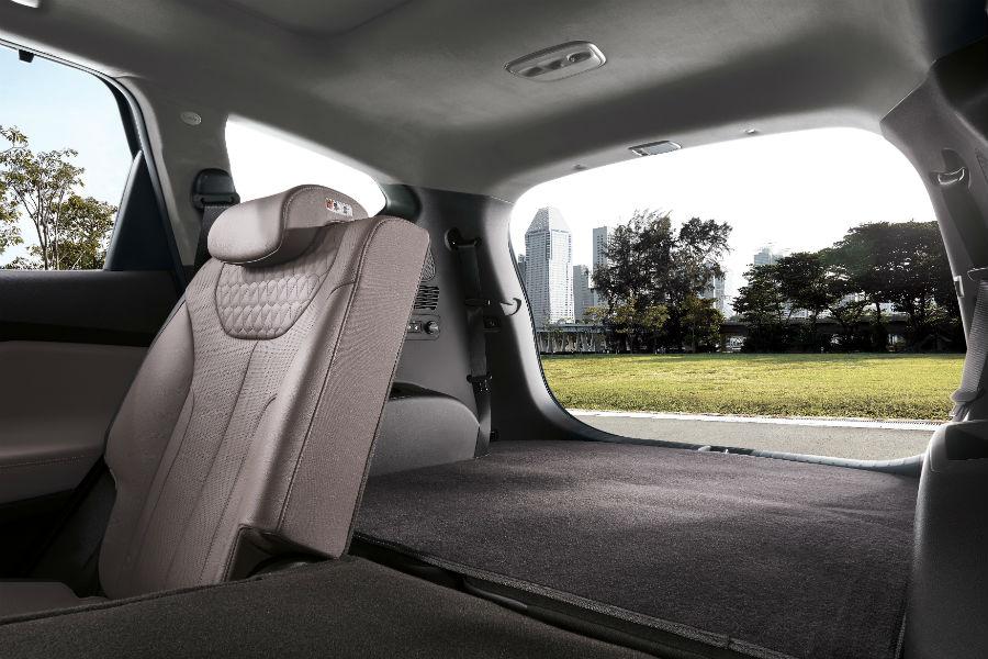 2019-Hyundai-Santa-Fe-Interior-Cabin-Rear-Seats-Split-Tailgate ...