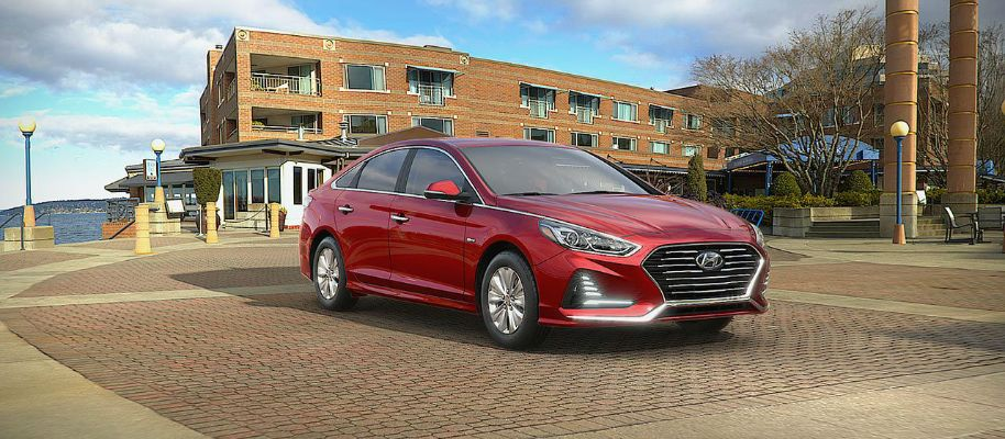 2019 Hyundai Sonata Hybrid Exterior Passenger Side Front Profile in Cosmopolitan Red