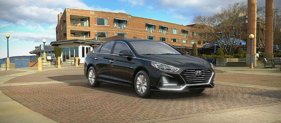 2019 Hyundai Sonata Hybrid Exterior Passenger Side Front Profile in Nocturne Black