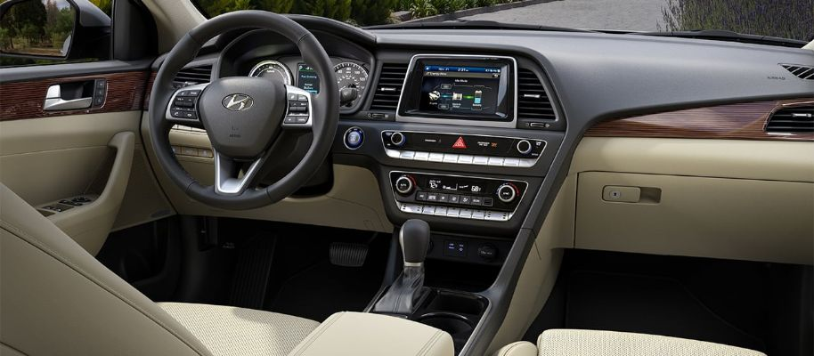 2019 Hyundai Sonata Hybrid Interior Cabin Dashboard in Beige Leather