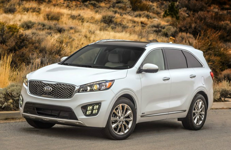 High Quality 2018 Kia Sorento In White Parked At The Side Of A Road In The Desert